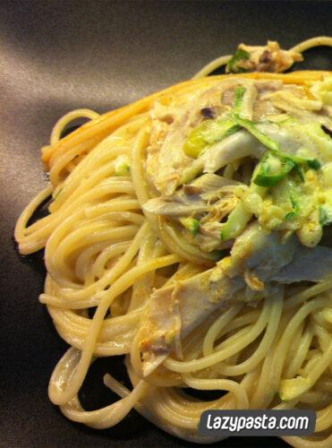 Spaghetti with chicken and zucchini