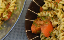 Fusilli salad with lentils, tomato and basil pesto