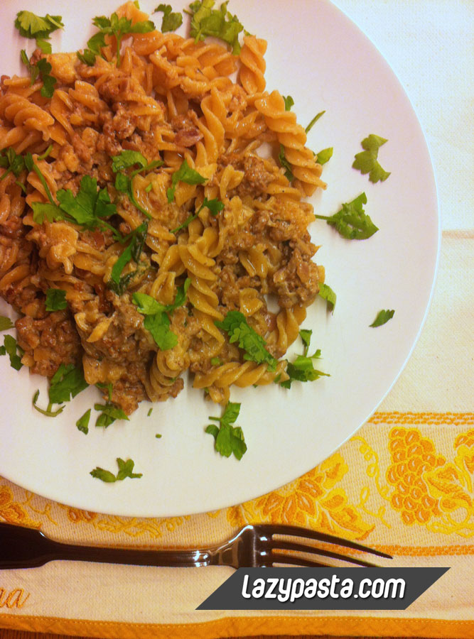 Whole wheat fusilli with beef mince Stroganoff and cauliflower.